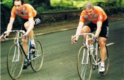 Kevin Warr (L) & Malc Davidson in a 2UP Isle of Man club trip 1987
